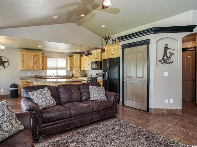 Additional photo for property listing at 3402 N 2575 W  Farr West, Utah 84404 États-Unis