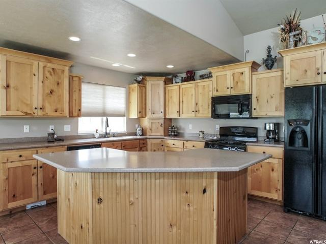 Additional photo for property listing at 3402 N 2575 W 3402 N 2575 W Farr West, Utah 84404 États-Unis