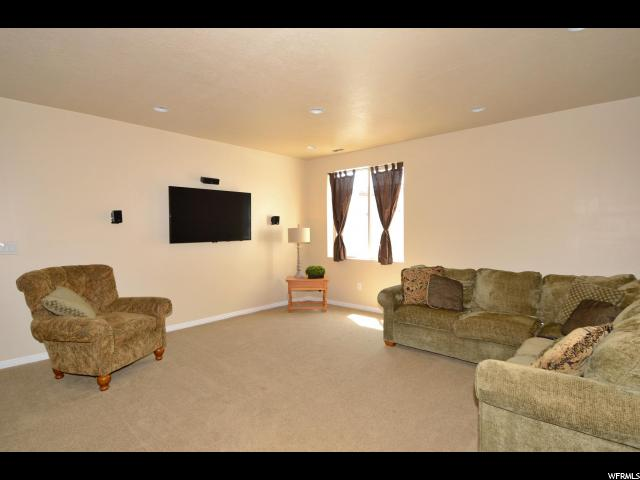 Additional photo for property listing at 2975 W 50 N 2975 W 50 N West Point, 犹他州 84015 美国