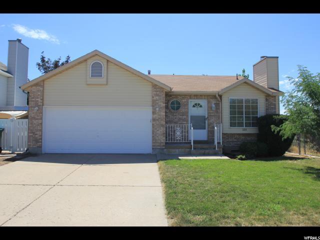 单亲家庭 为 销售 在 233 W 1850 N Layton, 犹他州 84041 美国