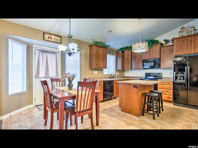 Additional photo for property listing at 6927 W SPRING OAK Drive 6927 W SPRING OAK Drive West Jordan, Utah 84081 États-Unis