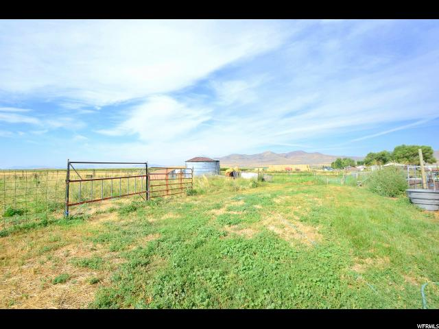 Additional photo for property listing at 10205 W 10400 N 10205 W 10400 N Tremonton, Юта 84337 Соединенные Штаты