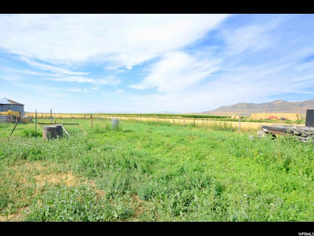 Additional photo for property listing at 10205 W 10400 N 10205 W 10400 N Tremonton, 犹他州 84337 美国