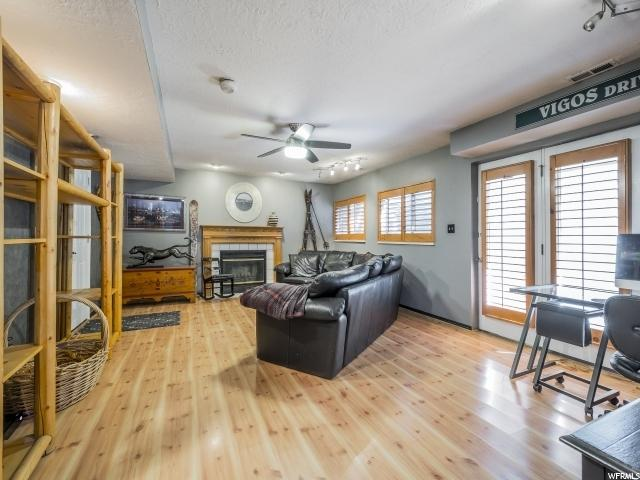 Additional photo for property listing at 9837 S TIGER EYE Drive 9837 S TIGER EYE Drive Sandy, Utah 84094 États-Unis
