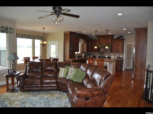Additional photo for property listing at 1490 W 500 S  Layton, 犹他州 84041 美国