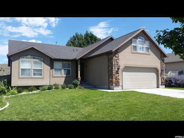 单亲家庭 为 销售 在 2053 E PINE CONE Road 2053 E PINE CONE Road Eagle Mountain, 犹他州 84005 美国