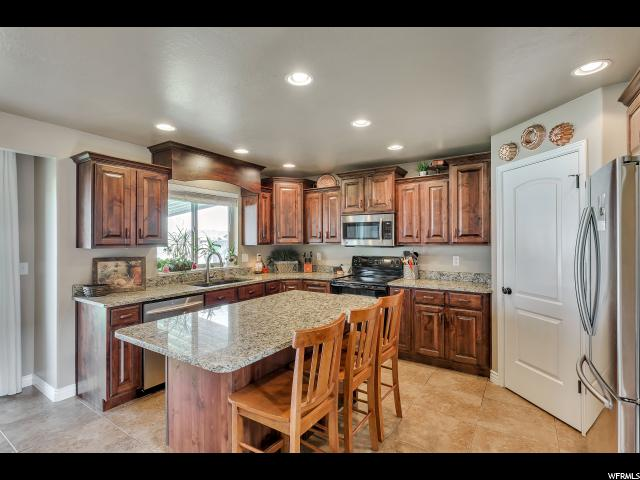 Additional photo for property listing at 2465 N 2100 W  Clinton, Utah 84015 Estados Unidos