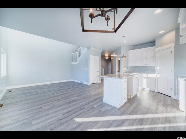 Additional photo for property listing at 1831 W 680 S 1831 W 680 S Unit: 202 Orem, Utah 84058 Estados Unidos