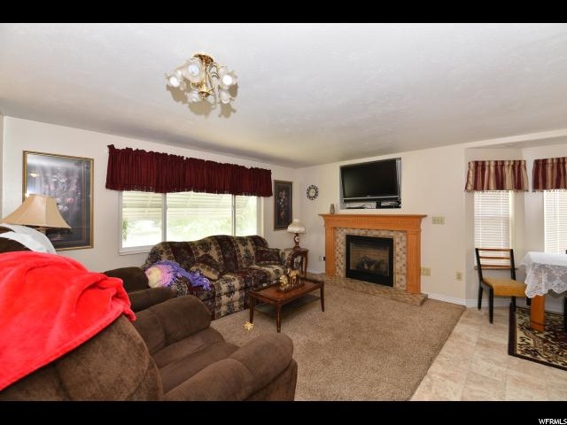 Additional photo for property listing at 2011 W CAREFREE Circle 2011 W CAREFREE Circle Taylorsville, 犹他州 84129 美国