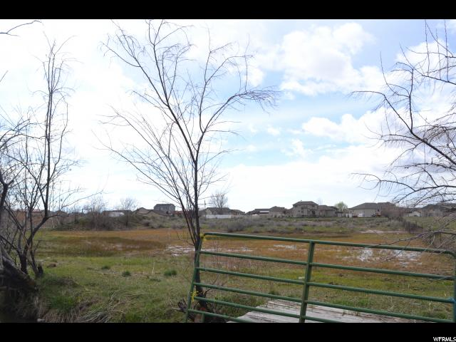 Additional photo for property listing at 5573 S 4300 W 5573 S 4300 W Hooper, Utah 84315 États-Unis
