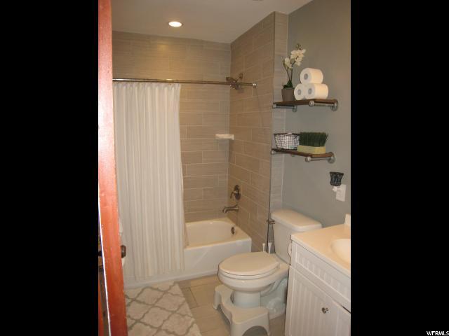 Additional photo for property listing at 1717 W KENADI VIEW WAY 1717 W KENADI VIEW WAY Riverton, Utah 84065 États-Unis