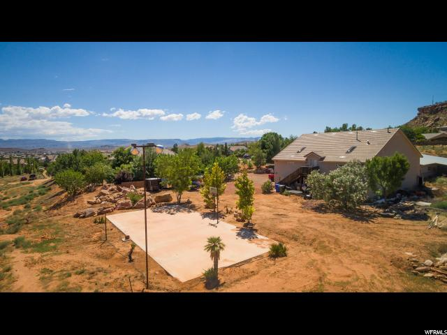 Additional photo for property listing at 2443 E 2070 S 2443 E 2070 S St. George, Utah 84790 États-Unis