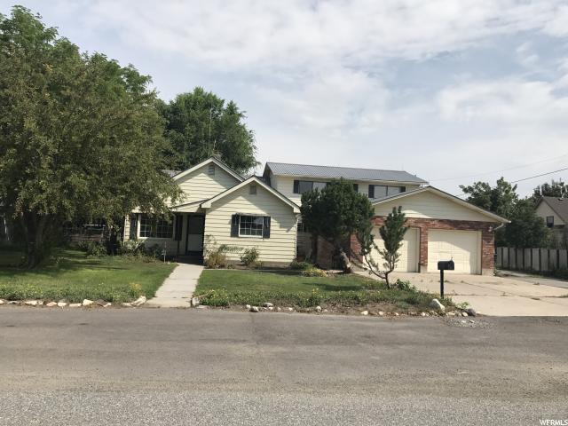 Unique la famille pour l Vente à 143 E 100 S Newton, Utah 84327 États-Unis