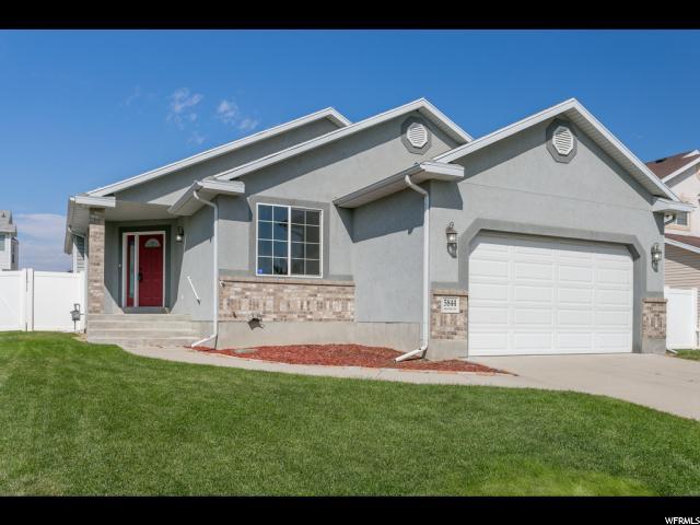 Unique la famille pour l Vente à 5844 S RIDGE HOLLOW Circle Kearns, Utah 84118 États-Unis