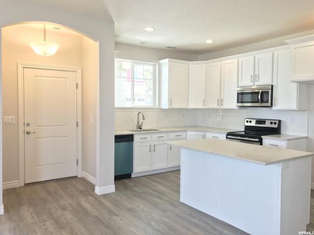 共管式独立产权公寓 为 销售 在 Unit: 220 West Valley City, 犹他州 84128 美国