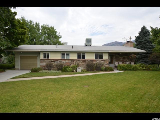 单亲家庭 为 销售 在 2639 E CANTERBURY Lane 2639 E CANTERBURY Lane 卡顿高地, 犹他州 84121 美国