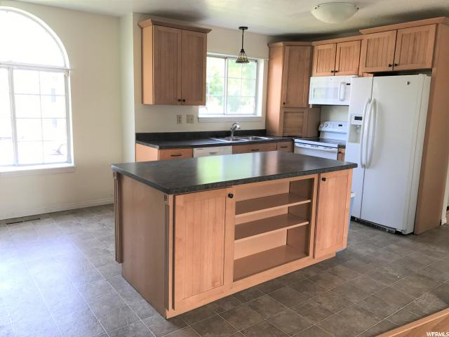 Additional photo for property listing at 892 W 330 S 892 W 330 S Logan, Юта 84321 Соединенные Штаты