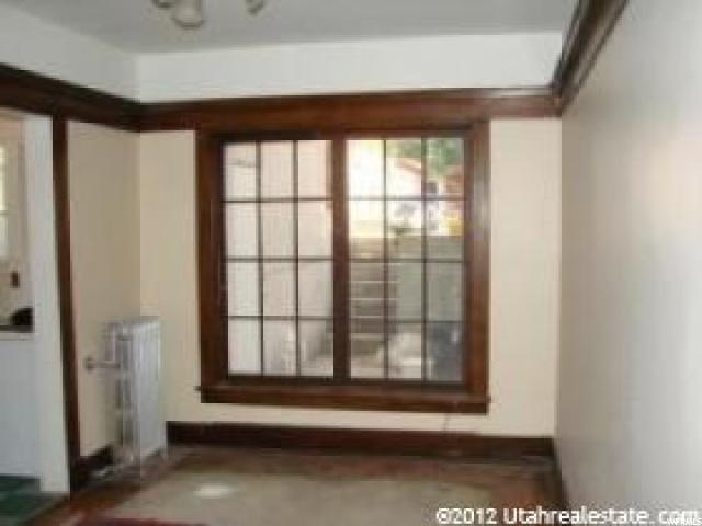 Additional photo for property listing at 961 E 2500 S 961 E 2500 S 奥格登, 犹他州 84401 美国