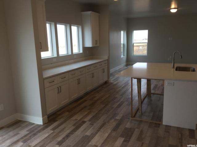 Additional photo for property listing at 2916 S YELLOW BILL Drive 2916 S YELLOW BILL Drive Unit: #115 Saratoga Springs, Utah 84045 Estados Unidos
