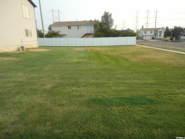 Additional photo for property listing at 407 W 1850 S 407 W 1850 S Clearfield, Utah 84015 États-Unis