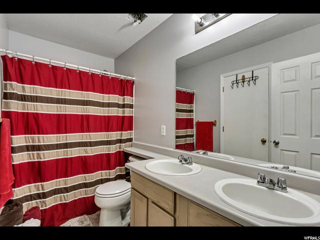Additional photo for property listing at 484 E 670 N 484 E 670 N Tooele, Utah 84074 États-Unis