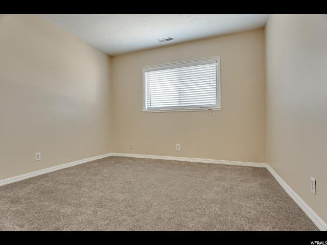 Additional photo for property listing at 1922 S 1200E #8 E 1922 S 1200E #8 E Salt Lake City, Utah 84105 États-Unis