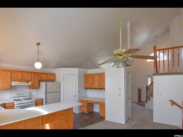 单亲家庭 为 销售 在 5013 S 1100 E 5013 S 1100 E South Ogden, 犹他州 84403 美国