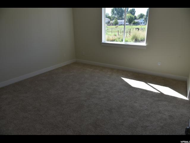 Additional photo for property listing at 371 W 100 S 371 W 100 S Hyrum, 犹他州 84319 美国
