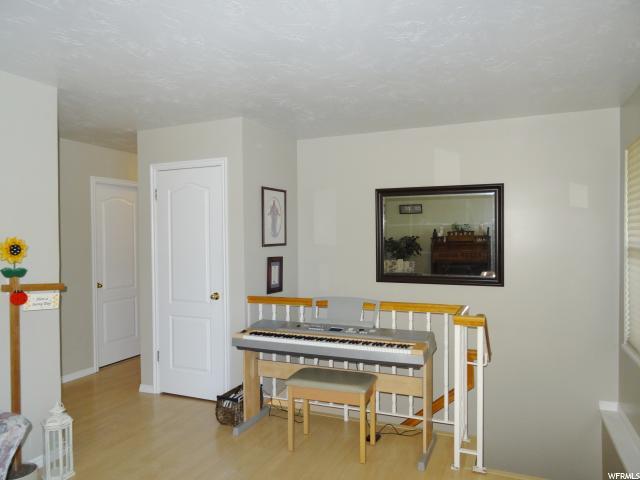 Additional photo for property listing at 4949 W 6960 S 4949 W 6960 S West Jordan, Юта 84081 Соединенные Штаты