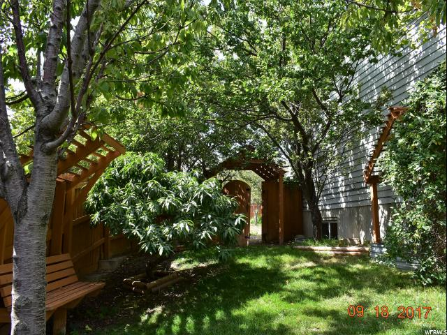 Additional photo for property listing at 5794 S WOODVIEW Drive 5794 S WOODVIEW Drive Salt Lake City, Юта 84118 Соединенные Штаты