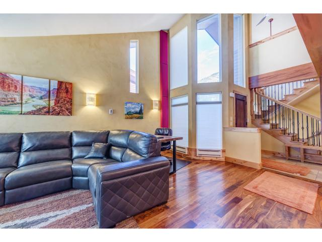 Additional photo for property listing at 9026 S 3605 E 9026 S 3605 E Cottonwood Heights, Utah 84093 États-Unis