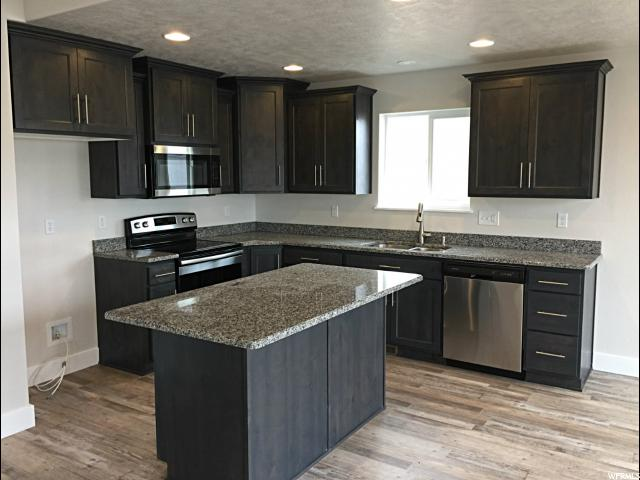 Additional photo for property listing at 656 E 100 N 656 E 100 N Tremonton, Юта 84337 Соединенные Штаты