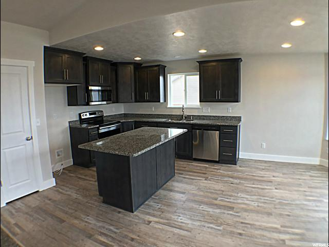 Additional photo for property listing at 656 E 100 N 656 E 100 N Tremonton, 犹他州 84337 美国