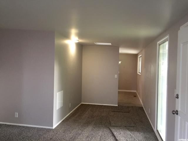 Additional photo for property listing at 4215 S 3960 W 4215 S 3960 W Salt Lake City, Utah 84120 États-Unis