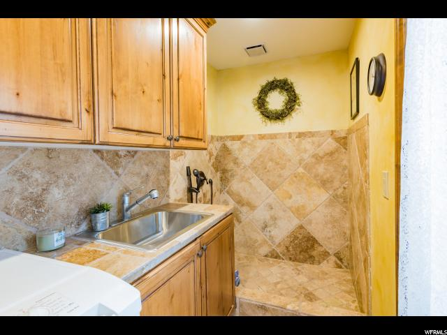 Additional photo for property listing at 2978 E VALLEY VIEW Avenue 2978 E VALLEY VIEW Avenue Holladay, Utah 84117 Estados Unidos