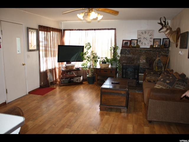 Additional photo for property listing at 420 E 200 N 420 E 200 N Roosevelt, 犹他州 84066 美国