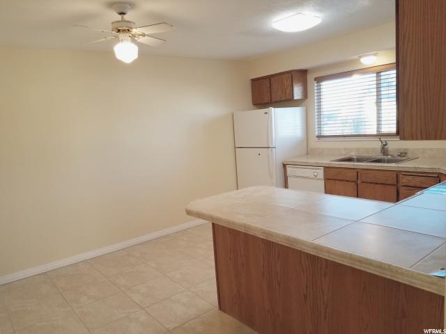 Additional photo for property listing at 5180 S 2975 W 5180 S 2975 W Roy, Utah 84067 États-Unis