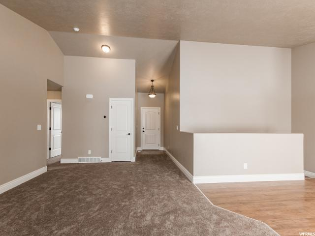 Additional photo for property listing at 1918 N 350 E 1918 N 350 E Tooele, Utah 84074 Estados Unidos