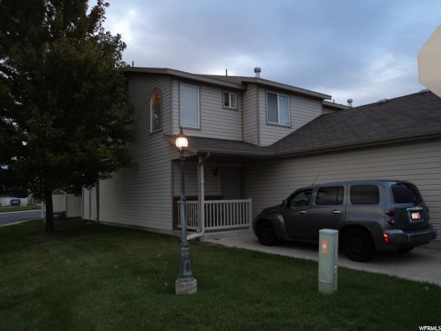 联栋屋 为 销售 在 652 W 800 N 652 W 800 N Unit: 33 Clinton, 犹他州 84015 美国