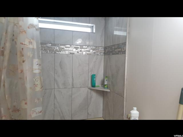 Additional photo for property listing at 235 E HIDDIN VIEW Drive 235 E HIDDIN VIEW Drive Unit: 235 桑迪, 犹他州 84070 美国
