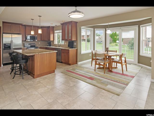 Additional photo for property listing at 489 E 3425 N 489 E 3425 N North Ogden, Юта 84414 Соединенные Штаты