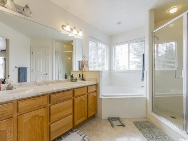 Additional photo for property listing at 315 W SUNSET Circle 315 W SUNSET Circle Centerville, Utah 84014 United States