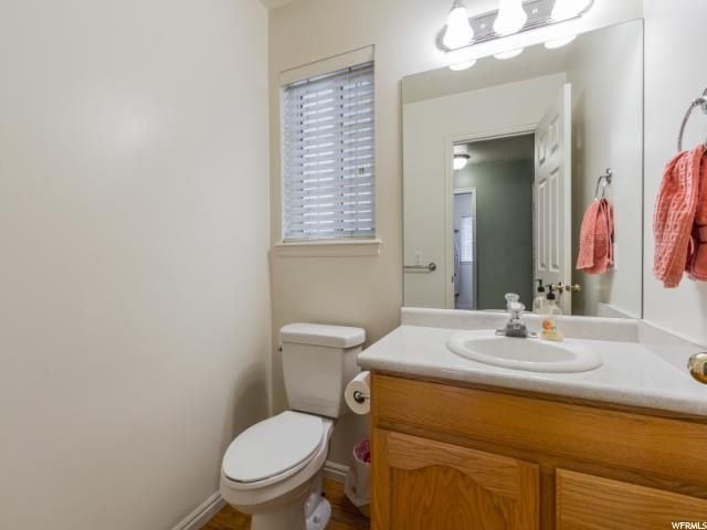 Additional photo for property listing at 315 W SUNSET Circle 315 W SUNSET Circle Centerville, Utah 84014 Estados Unidos