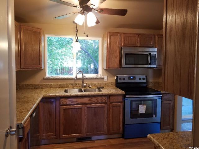 Additional photo for property listing at 5235 S 1071 E 5235 S 1071 E Murray, Utah 84117 États-Unis