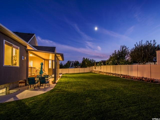 Additional photo for property listing at 10144 S AUTUMN BREEZE 10144 S AUTUMN BREEZE South Jordan, Utah 84095 États-Unis