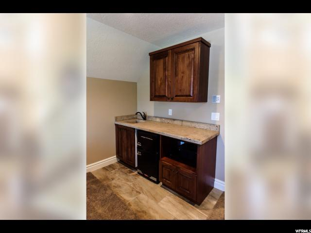 Additional photo for property listing at 4194 W 2550 S 4194 W 2550 S Taylor, Utah 84401 États-Unis