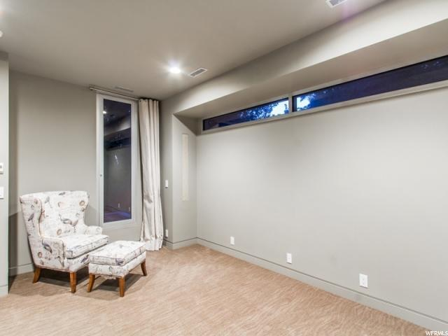 Additional photo for property listing at 2217 E LAIRD WAY 2217 E LAIRD WAY Salt Lake City, Utah 84108 Estados Unidos
