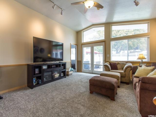 Additional photo for property listing at 4005 S 1400 E 4005 S 1400 E Salt Lake City, Utah 84124 Estados Unidos