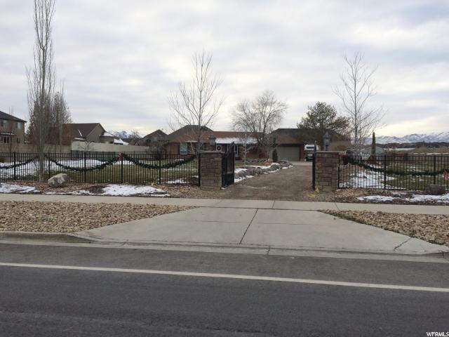 Additional photo for property listing at 11010 S 2700 W 11010 S 2700 W South Jordan, Utah 84095 Estados Unidos