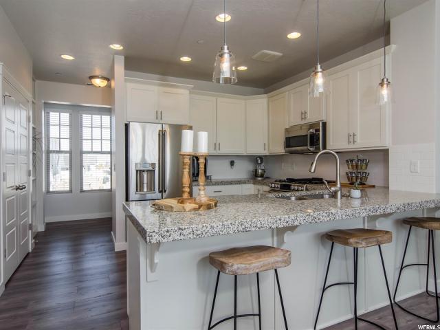 Appartement en copropriété pour l Vente à 4586 W CROSSWATER Road 4586 W CROSSWATER Road Unit: 24A South Jordan, Utah 84009 États-Unis